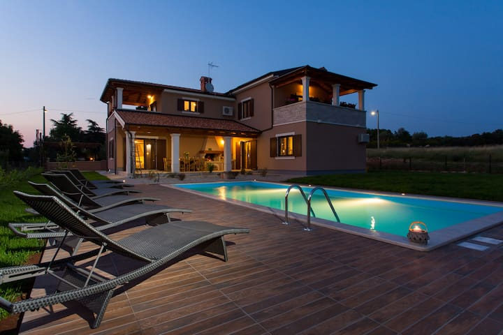 Villa Roza, villa for your holiday - Bašići - Casa de campo