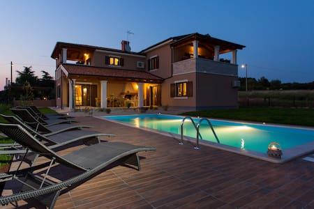 Villa Roza, villa for your holiday - Bašići - Βίλα