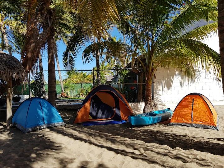 Ventura Camping. Tres Casas de Campaña