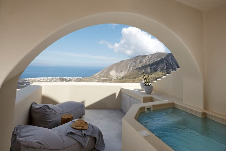 Infinity Suite with Private heated Jacuzzi