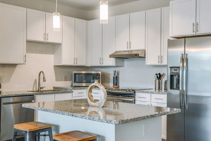 Large 1BR★South CLT~WiFi~Cable~6mil Airport~ADA