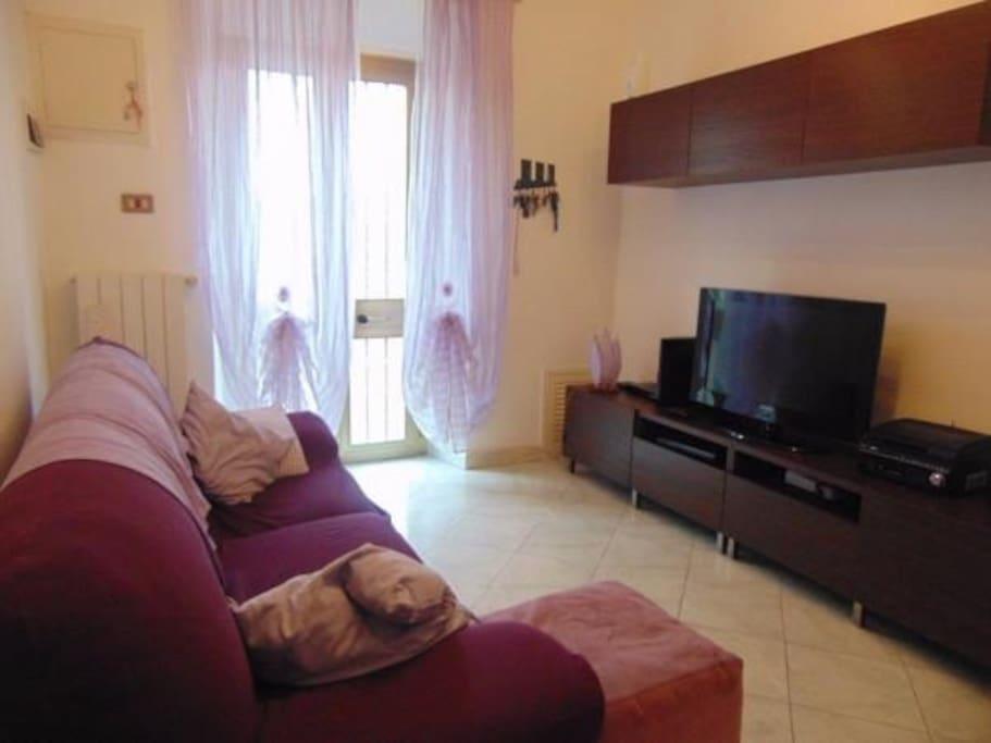 Ingresso-soggiorno con divano letto