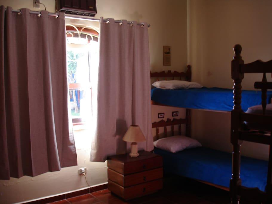 Quarto de quatro camas