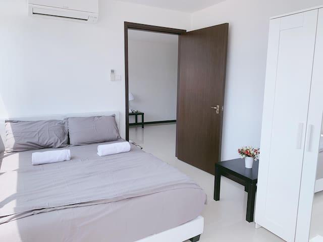 2 Bedroom Near MRT & Buses 3