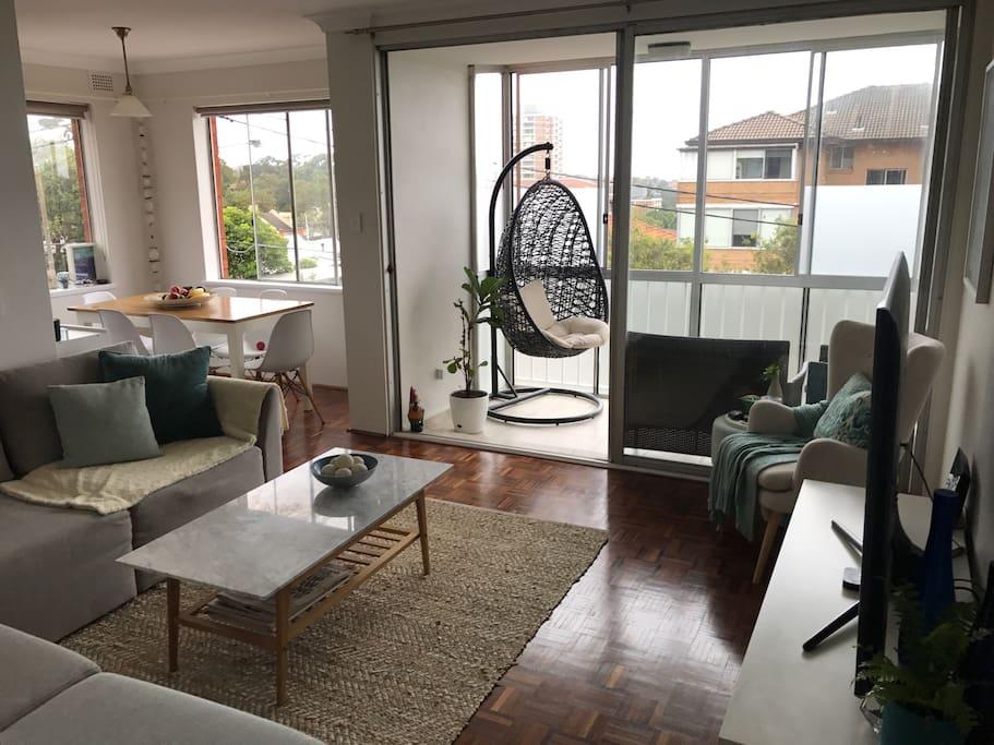 Lounge/sunroom/dining