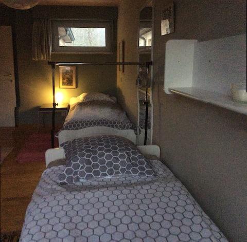 Relaxing room in quiet green area 2