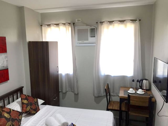 AFFORDABLE COZY ROOM AT THE CENTER OF CEBU CITY