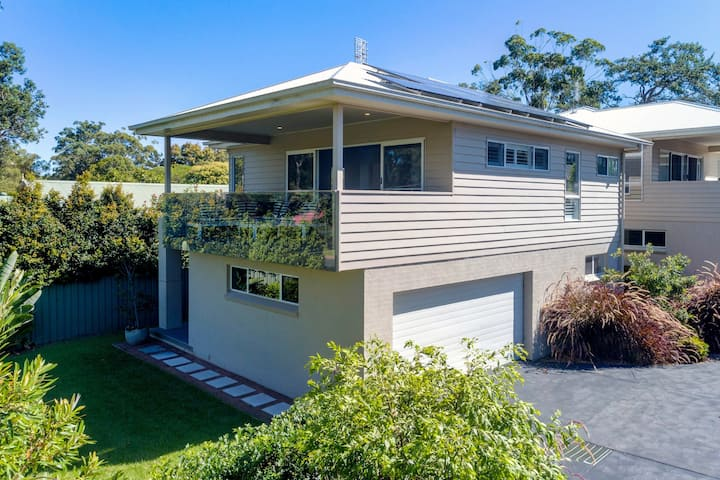 Just Metres from Huskisson Beach, Cafes, Shops and Restaurants