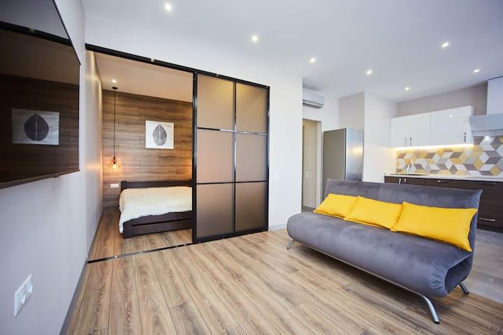Квартира-люкс у моря с новым дизайнерским ремонтом