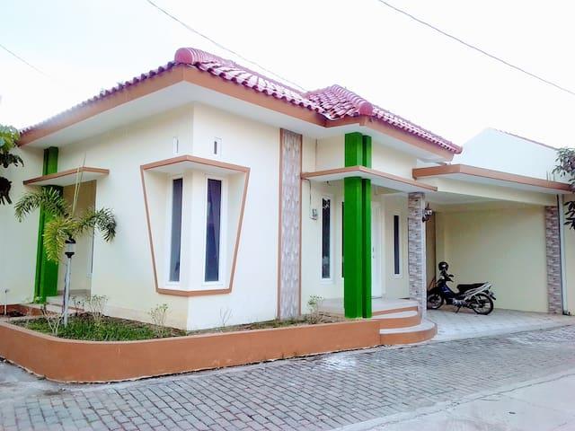 Rumah Cluster Modern Nyaman dekat Mall & Wisata