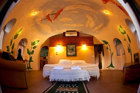 Tree Top Dome  Honeymoon Suite - Quepos