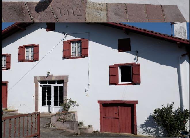 Ancienne ferme proche de SAINT JEAN PIED DE PORT - Irissarry - Casa