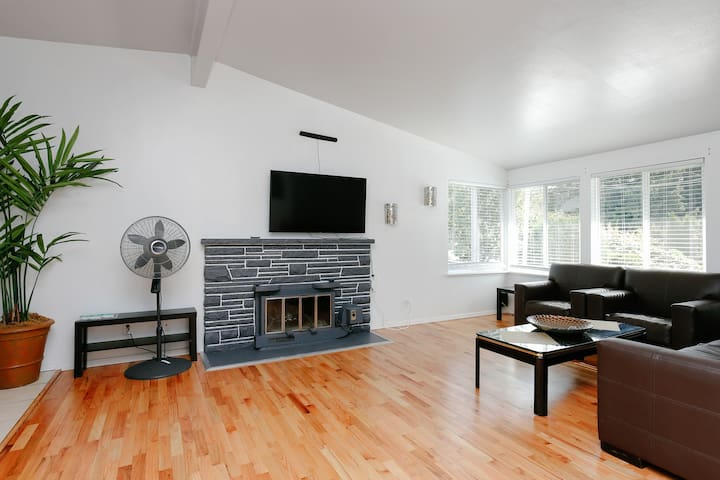 Entire Three Bedrooms Apartment in West Seattle