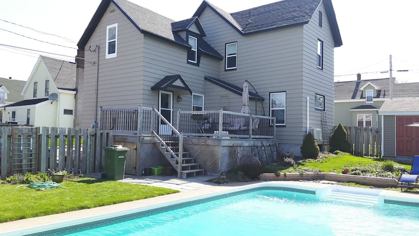 Semi-Private Room with comfortable double sofa bed - New Glasgow - Casa