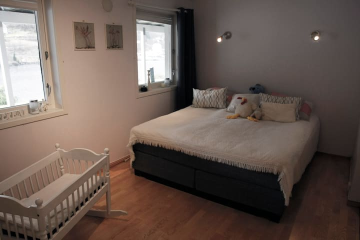 Bedroom 1 is very large. Bed: 180x200cm.