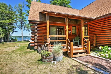 2BR + Loft Lake Leelanau Log Cabin - Lake Leelanau