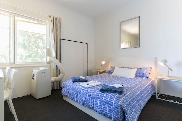Bright, Modern Apartment in the CBD, free Wifi