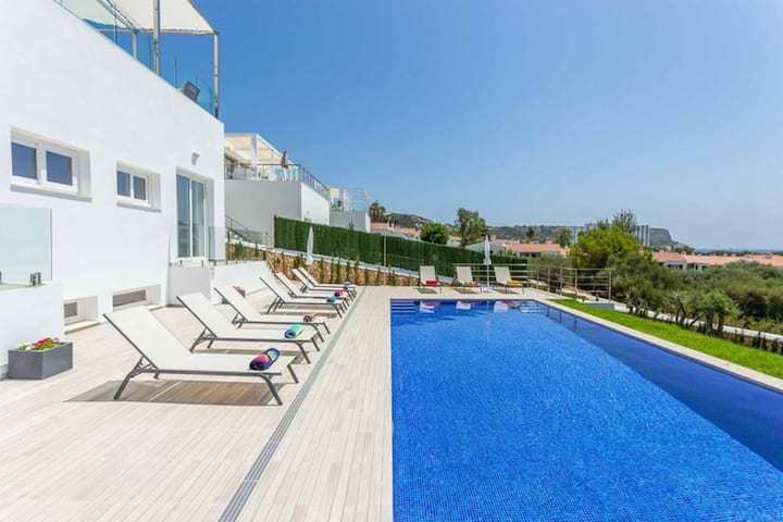 Villa Sunrise ❤️ Seaviews ❤️ Free AC & WiFi