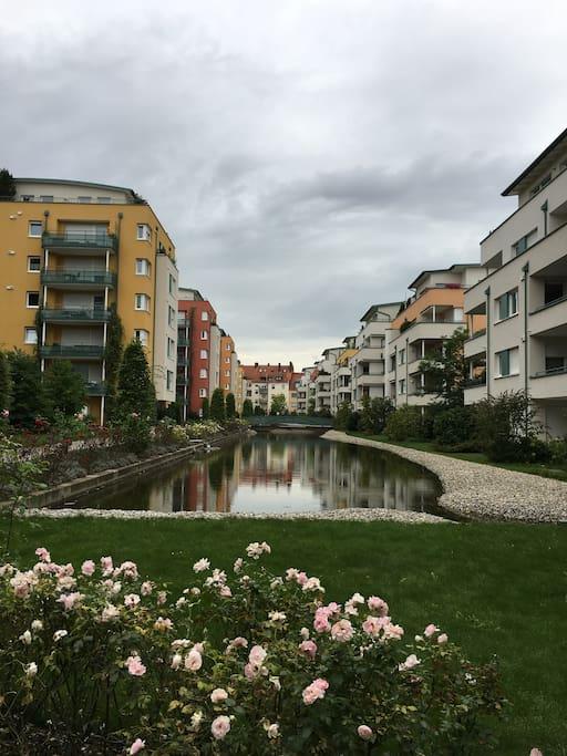 Das ist die tolle Wohnanlage in der sich die Wohnung befindet/ This is the great and wonderful living area in which the flat is located