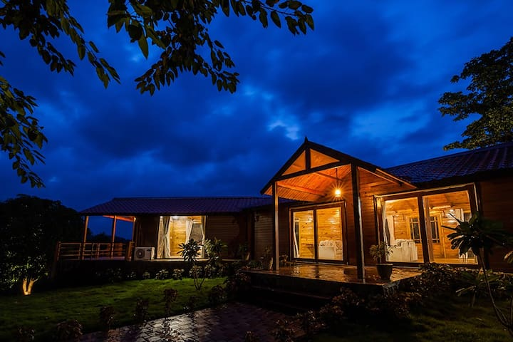Anjee's Chalet by Vista Rooms -Swiss Stay @ Karjat