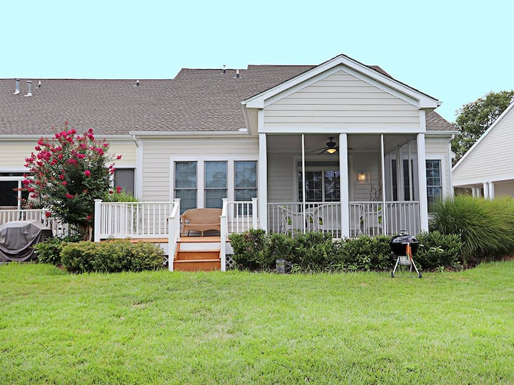 Bear Trap Dunes townhouse w/ gym, pool, free WiFi, and golf on-site