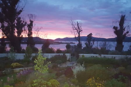 Phoenix Farm Tasmania, Studio:- Bay & Garden Views - Boomer Bay Dunalley - その他
