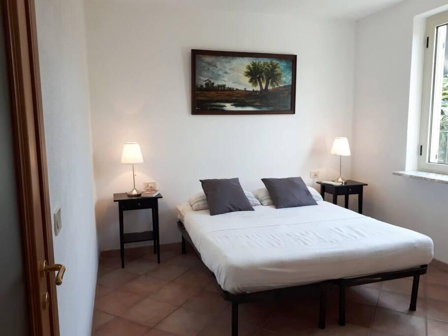 Schlafzimmer 1 mit Doppelbett (180x200cm)
