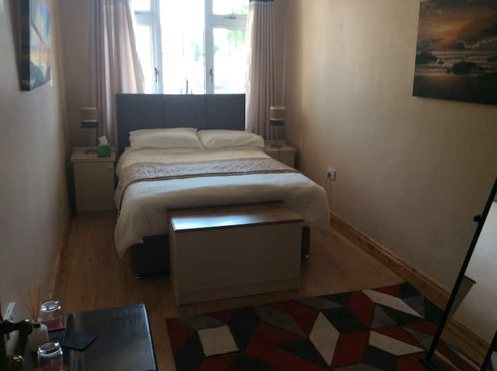 Charming double room with ensuite bathroom