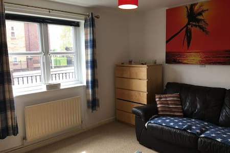 "Large Room Near Centre 32"" Smart TV-Ground Floor"
