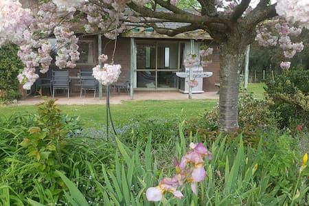 Dewdrop Cottage: Peaceful - central - beautiful