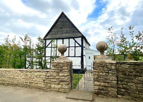 Stunning modern cottage, with huge Garden