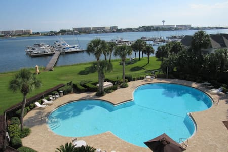 Cute and Affordable Waterfront Studio - Fort Walton Beach