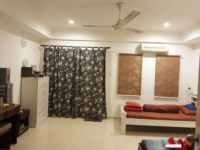 spacious room with 1double +1super single beds