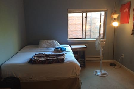 Private room in downtown Milwaukee! - Milwaukee - Condominium