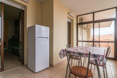 Camera in appartamento arredato - Cortexandra