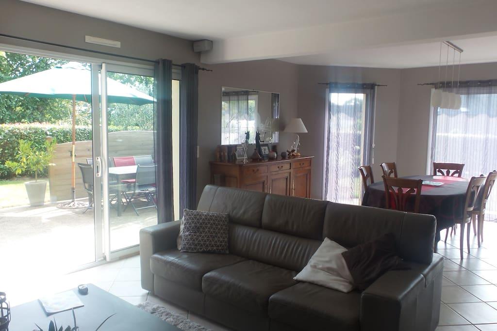Grande pièce à vivre (40 m2) lumineuse