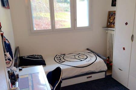 Chambre confortable et agréable. - Chambourcy - 公寓