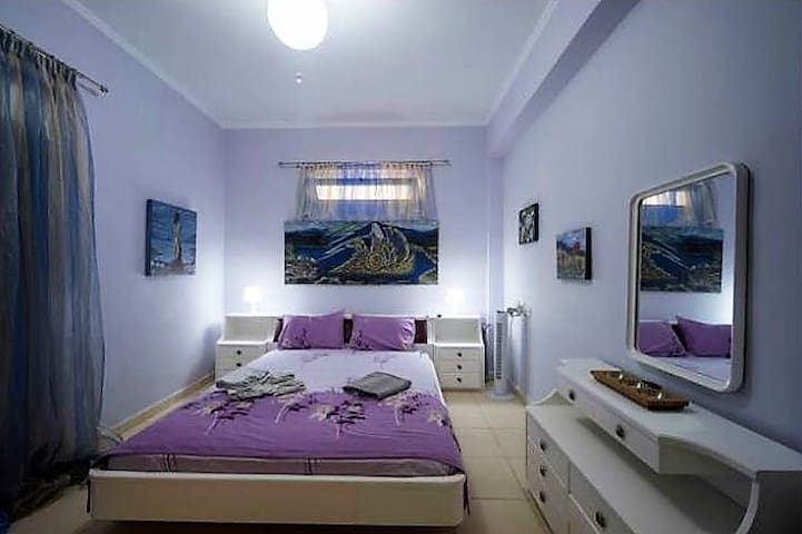 Zeus Art Bedroom in AπArt Gallery Villa