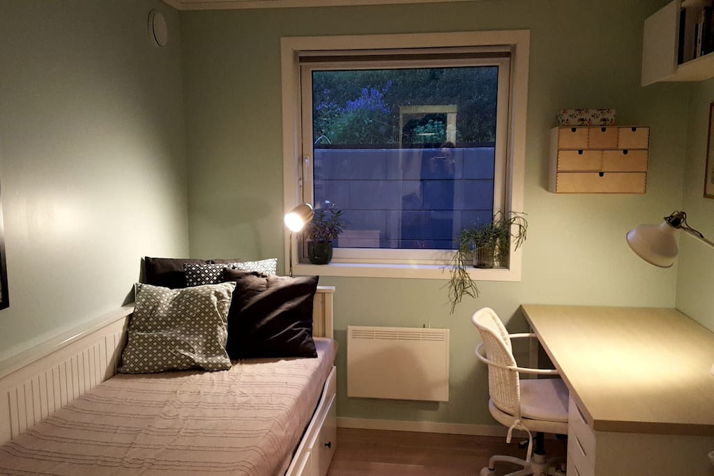 Bedroom with desk and daybed
