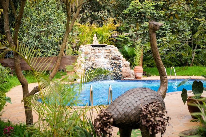 Nature Lovers - this poolside gem is for you!