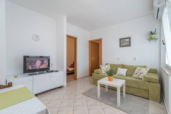 Two bedroom apartment near the beach (3 people)