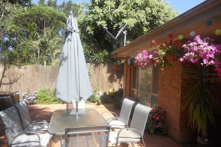 Private room close to the Uni and Town - West Wollongong