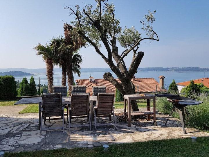 Mediterranean Portorož apartment with a garden