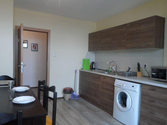 Новая 3 х комната в центре Бургас ул.Кирил и Метод - Burgas - Huoneisto