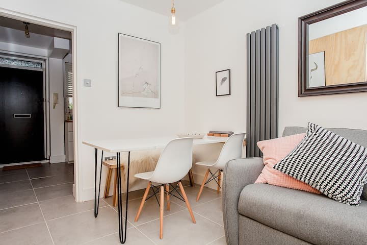 Modern Central 1BD Flat in Clerkenwell - sleeps 4!