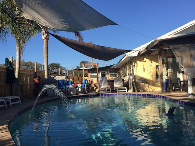 Tropical & Private. Beach so close! - Daytona Beach - Casa