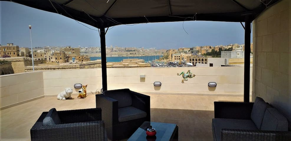 Valletta&Grand Harbour Lookout Seaview Hot tub BBQ