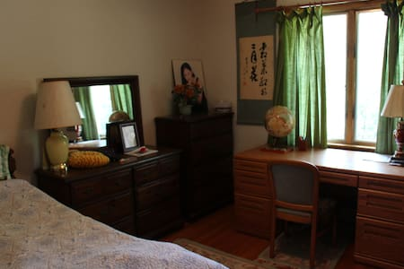 Private bedroom in Watertown - Вотертаун