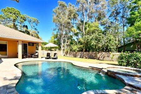 Siesta Oasis - Month Rentals, htd pool, huge yard!