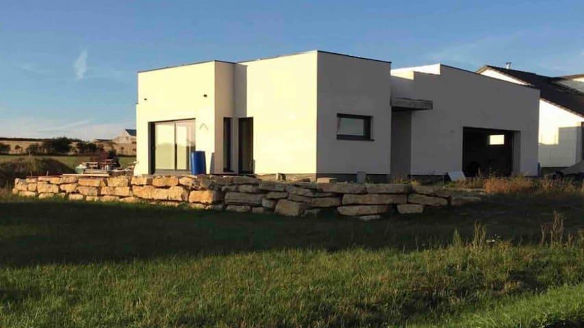 Maison de plein pied sur les hauteurs de Lorquin.